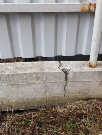 Монтаж забора из профнастила на пучинистых грунтах