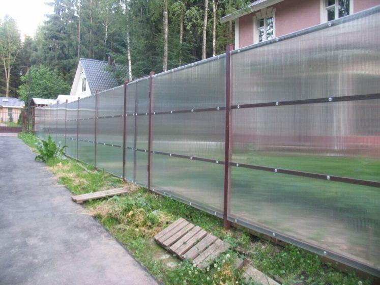 Прозрачный забор на даче