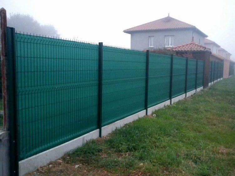 Сетка для затенения на забор на даче