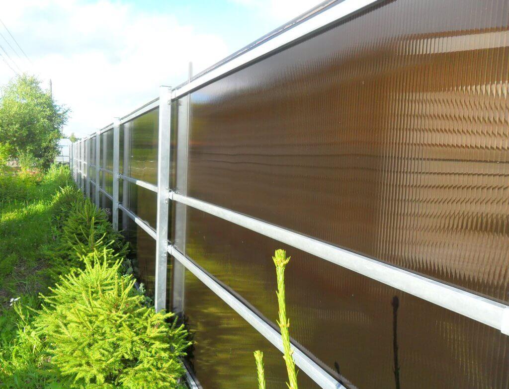 Заборы для дачи из поликарбоната