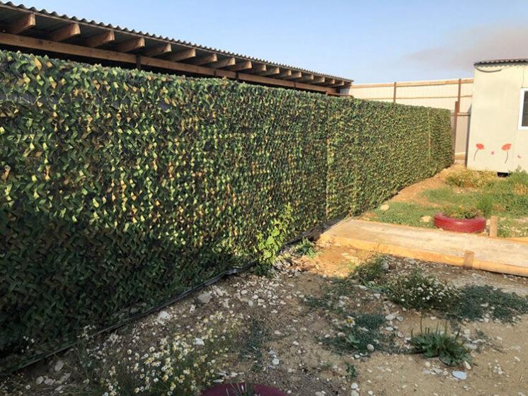 Защитная сетка на забор для дачи