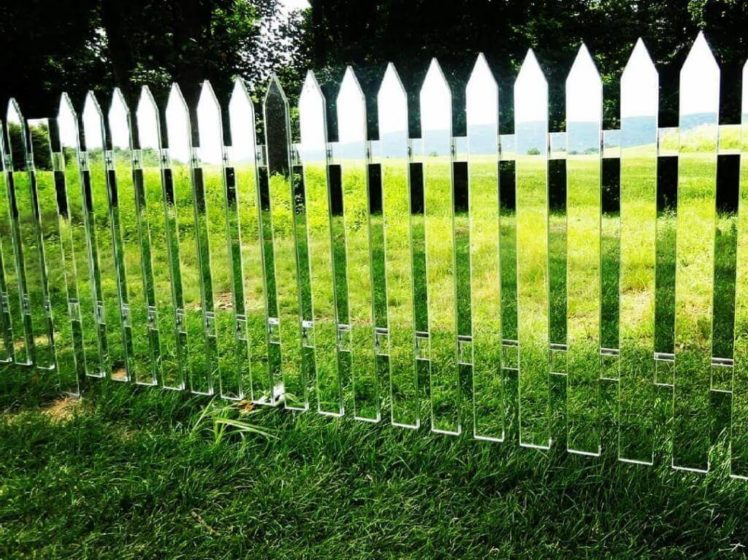 Зеркальный забор для дачи