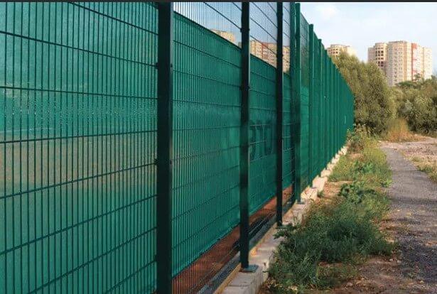 Забор 3д гиттер с поликарбонатом