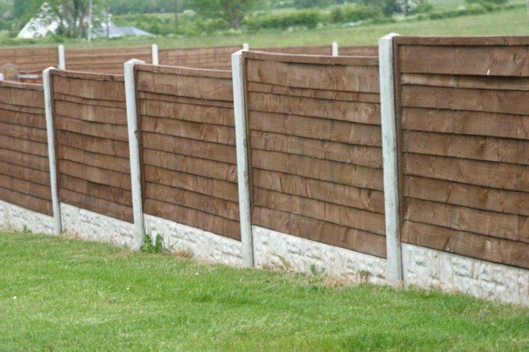 Бетонно деревянный забор