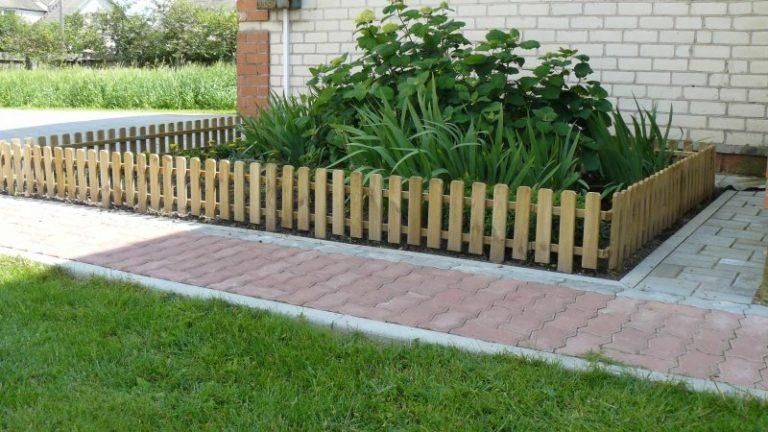 Деревянный забор для цветника