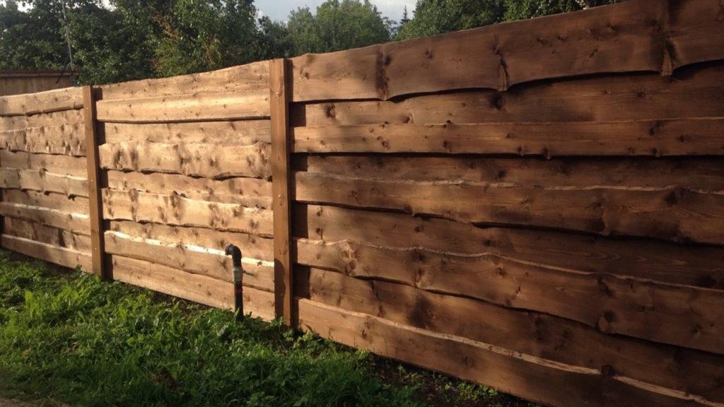 Деревянный забор из горбыля