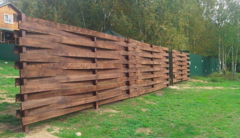 Деревянный забор из теса