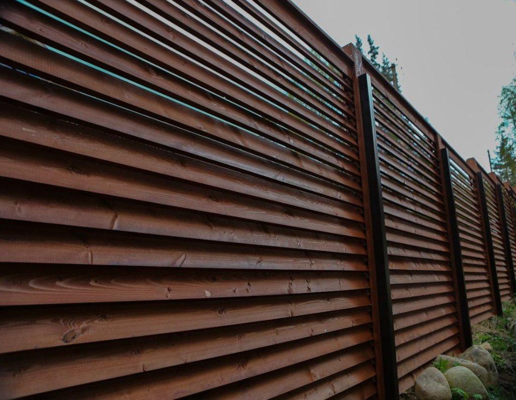 Деревянный забор внахлест