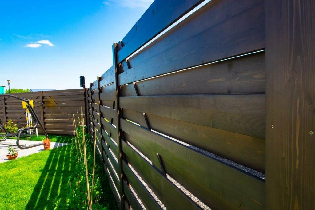 Долговечный деревянный забор