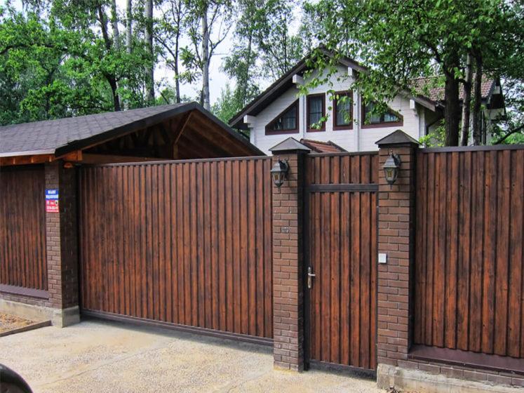 Фасадный забор из профнастила