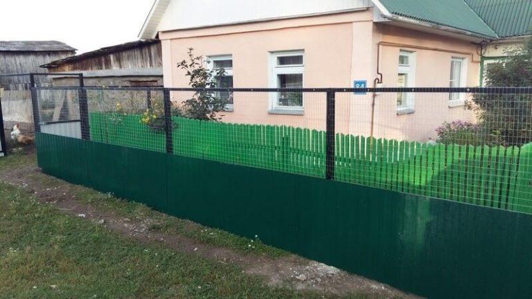 Комбинированный забор из профнастила и сетки