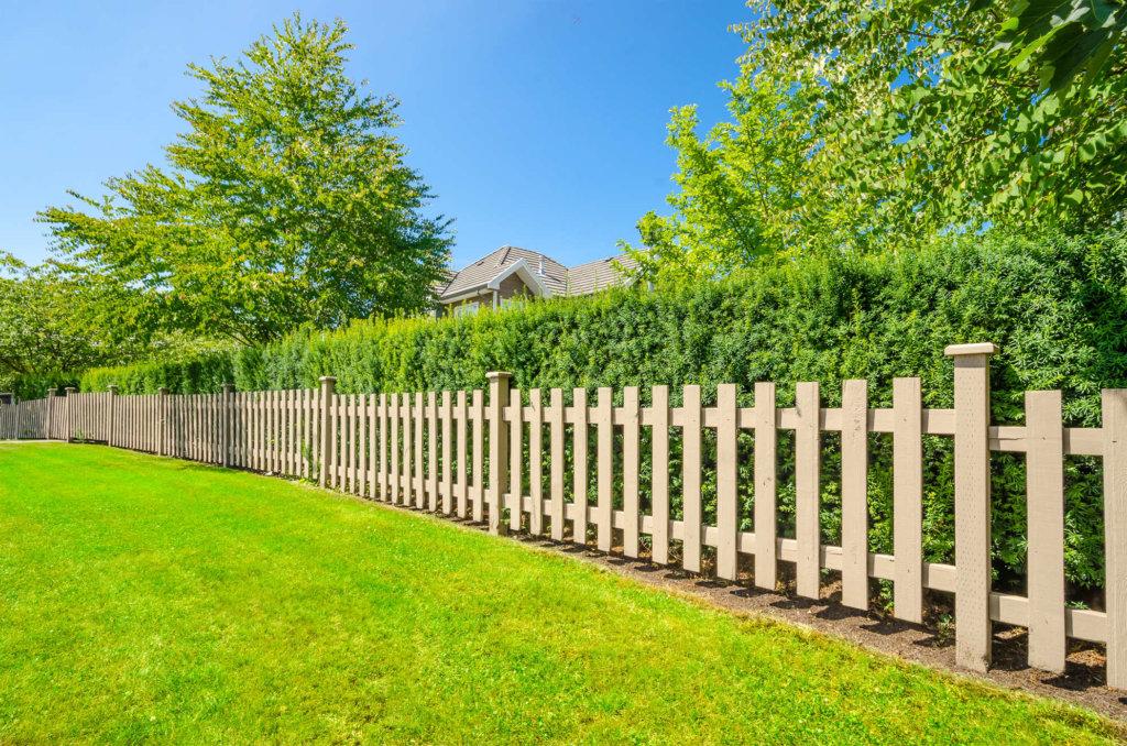 Полупрозрачный деревянный забор