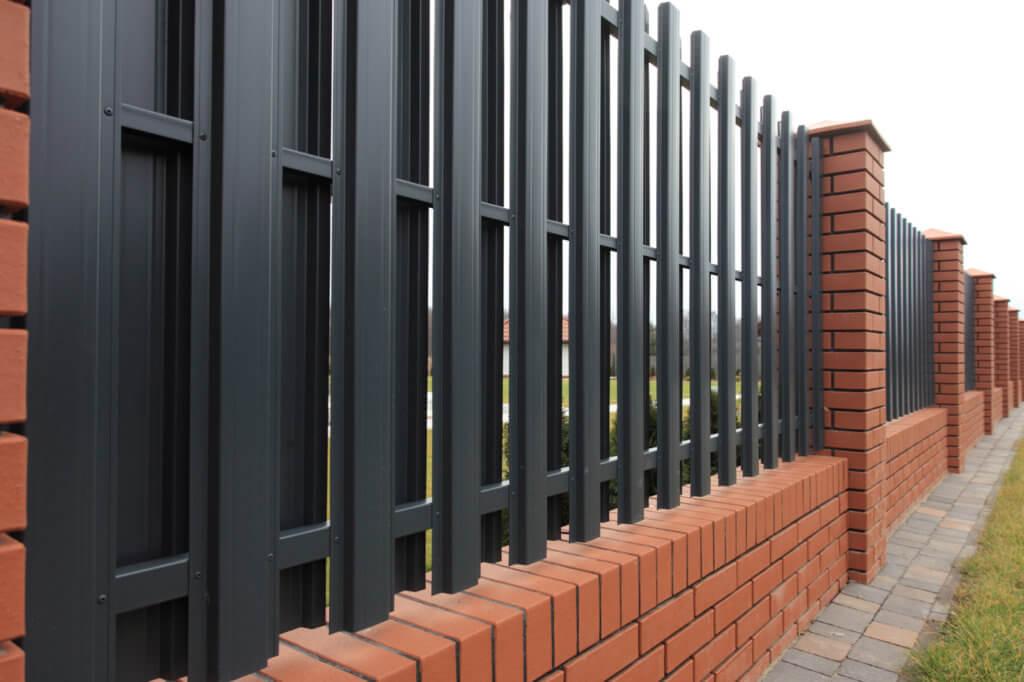 Реечный забор из профнастила