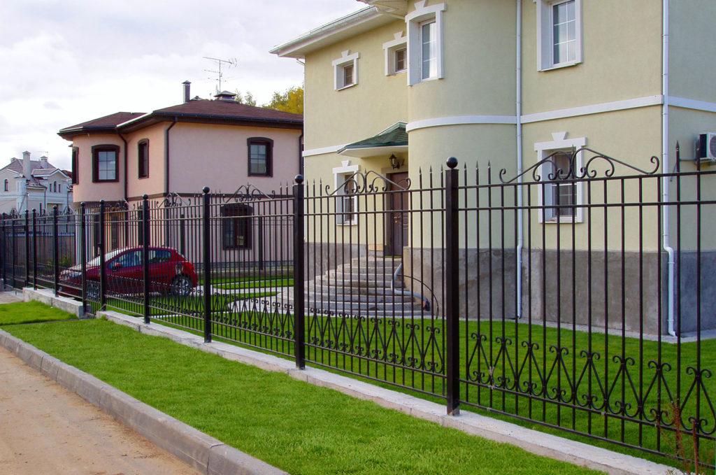 Секционный кованый забор