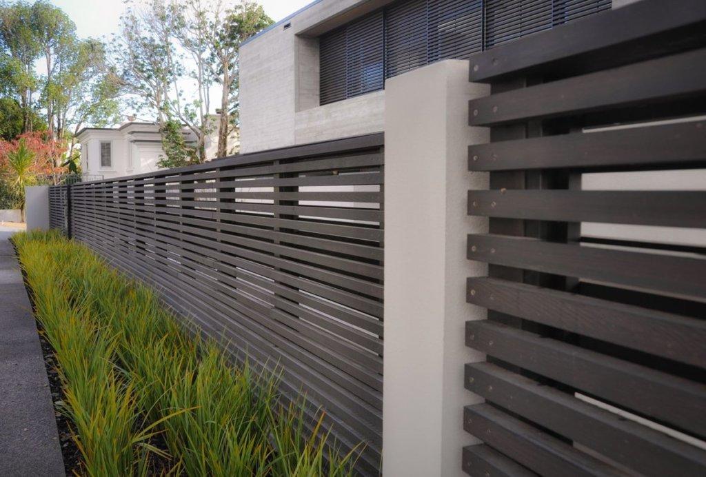 Стильный деревянный забор