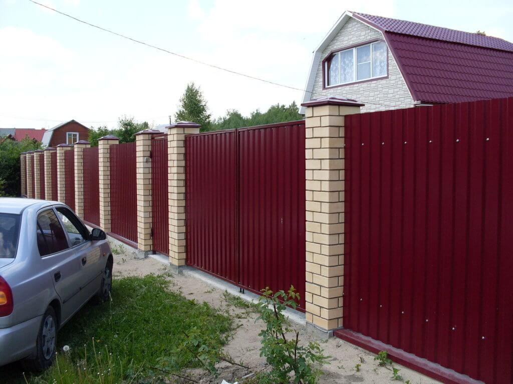Вишневый забор из профнастила