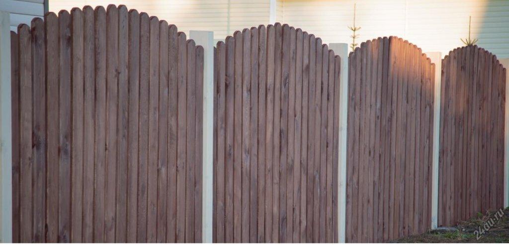 Забор деревянный полукруглый