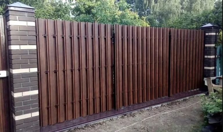 Забор из евроштакетника с двух сторон