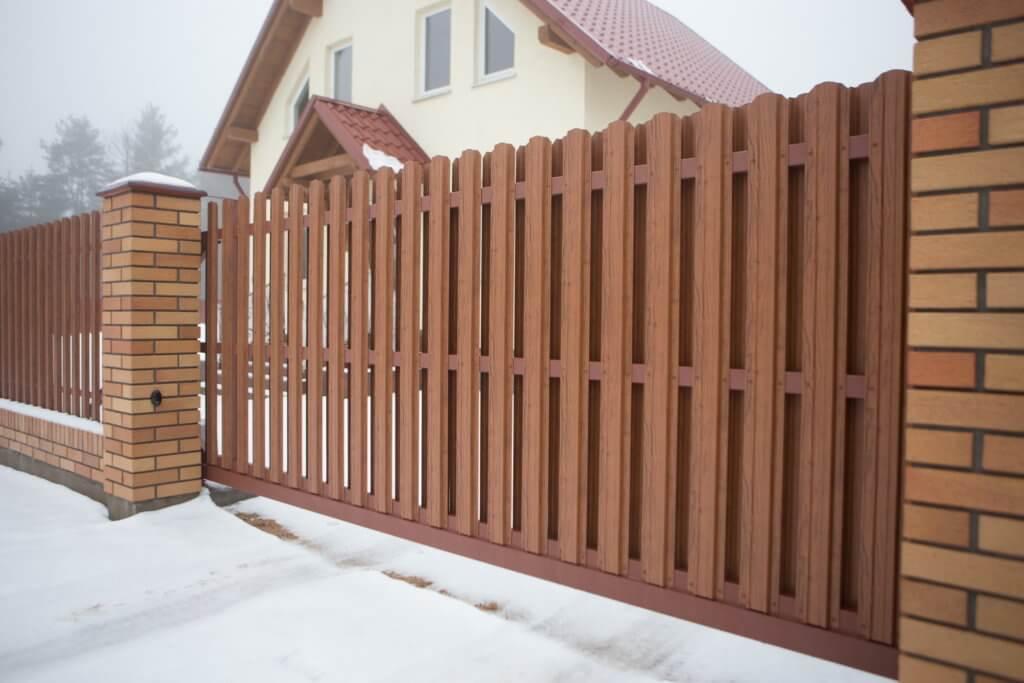 Забор из евроштакетника с покрытием printech
