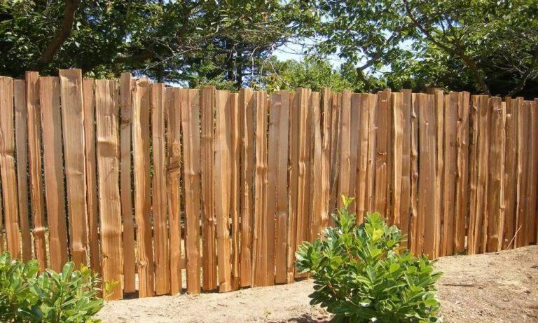 Забор из некондиции деревянный