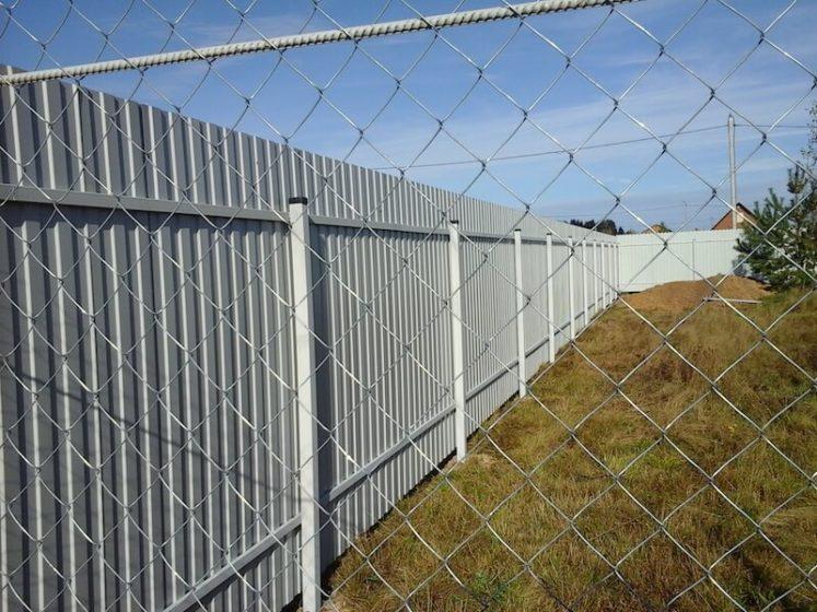 Забор из профлиста и сетки рабицы