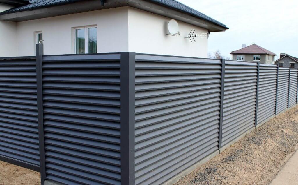 Забор из профнастила горизонтальный