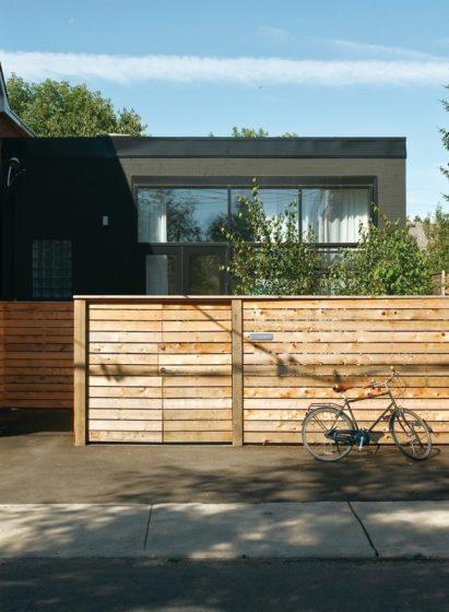 Забор в стиле лофт деревянный