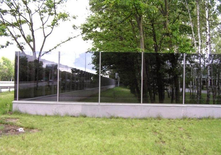 Зеркальный забор из поликарбоната